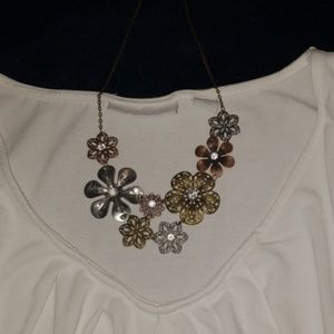Jewelry - Flowers boutique necklace